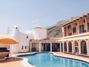 Villa atypique de 364m2 avec 3 chambres et 2 piscines