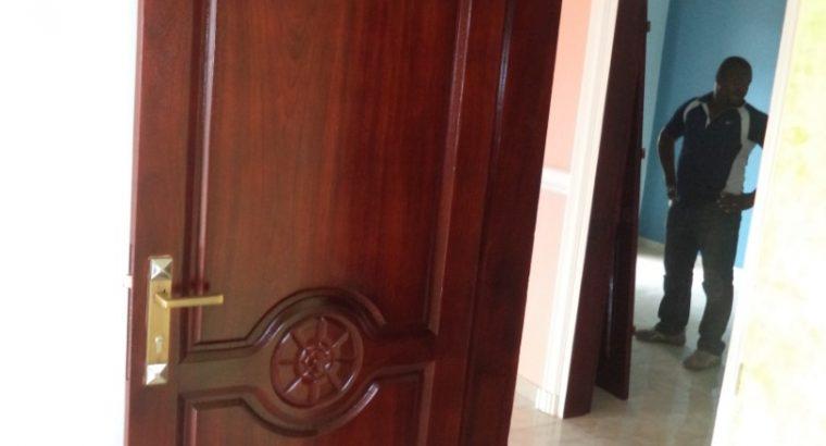 LES PORTES EN BOIS MASSIF – Cameroun