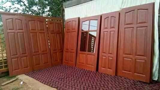 PORTES EN PANNEAUX DE BOIS MASSIF MADE IN CAMEROON